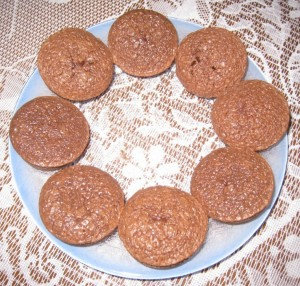 MUFFIN CHOCOLAT ET SON COEUR FONDANT dans dessert img_0553-e1368089819527-300x286