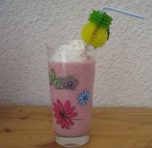 img_0741-e1370618253674-300x292 fraises dans boisson